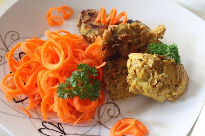 Musztardowy kurczak z marchewkową surówką