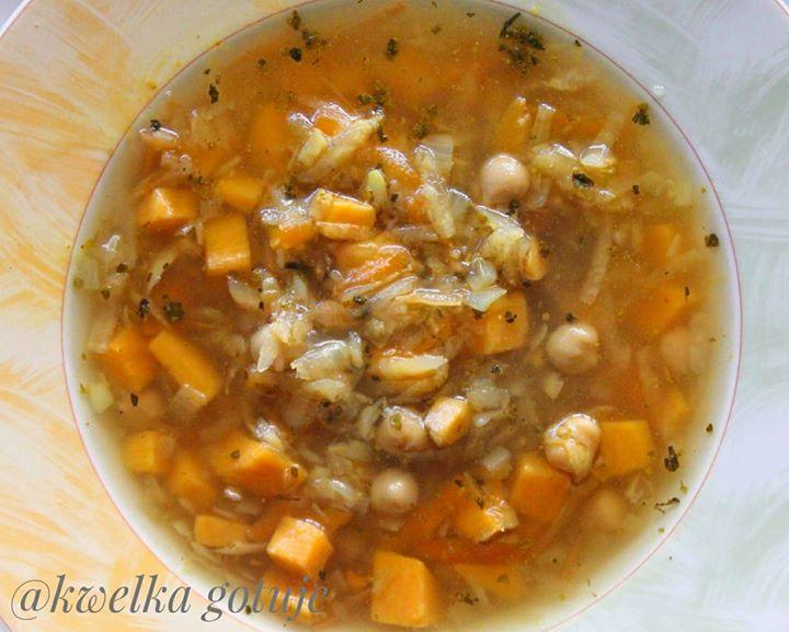 Zupa z batatami i ciecierzycą