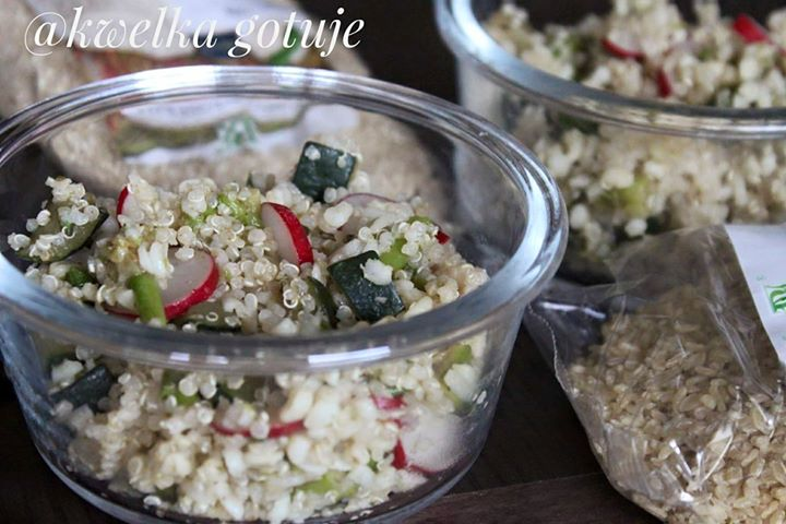 Wiosenna sałatka z kaszą i quinoa