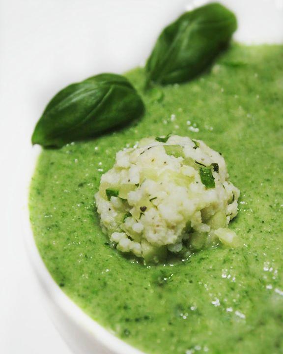 Zielono mi, czyli chłodnik z zielonych warzyw z jaglanymi kluseczkami