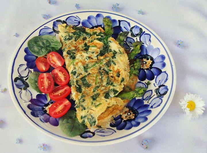 Szparagowo-szpinakowy omlet