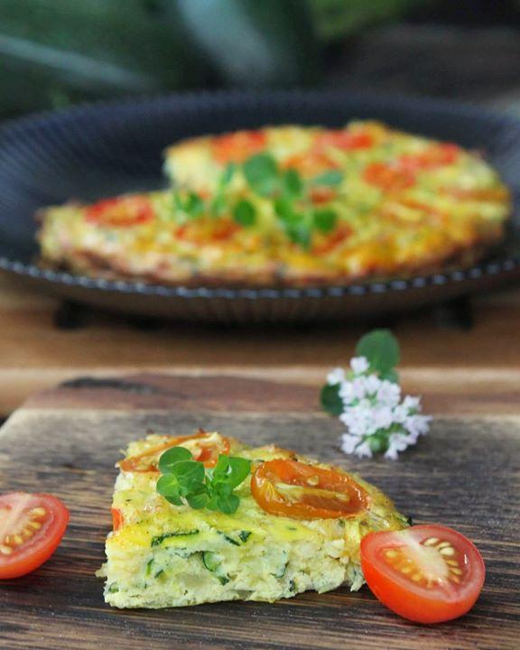 Pieczony omlet cukiniowy z oscypkiem