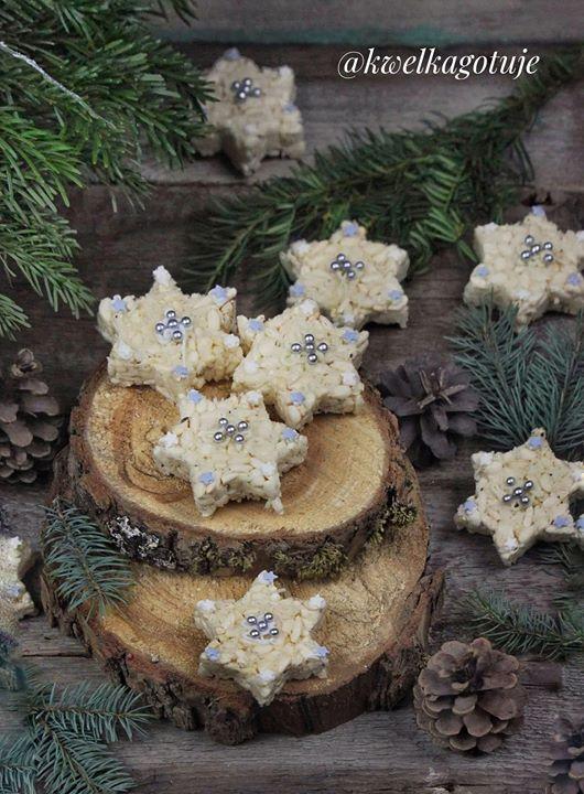Gwiazdeczki z ryżu, białej czekolady i wiórków kokosowych