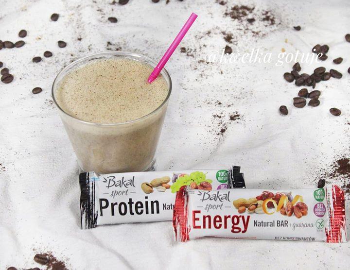 Przepis na zdrowe i szybkie śniadanie: proteinowy koktajl kawowo-bananowy