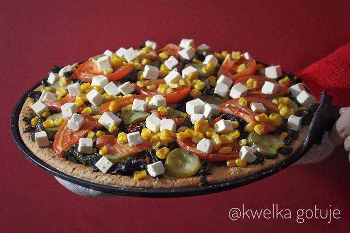 Zdrowa bezglutenowa pizza na fasolowo-lnianym spodzie