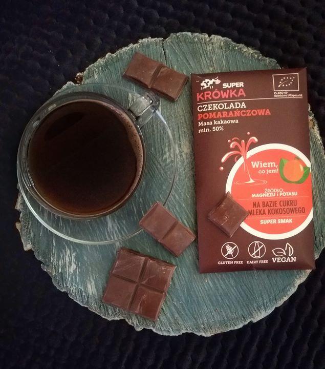 Popołudniwa kawa z wegańską czekoladą pomarańczową od Super Krówka