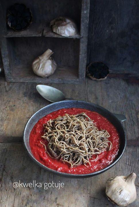 Ta zupa pomidorowo-buraczkowa to jedna z moich ulubionych zup. Tym razem