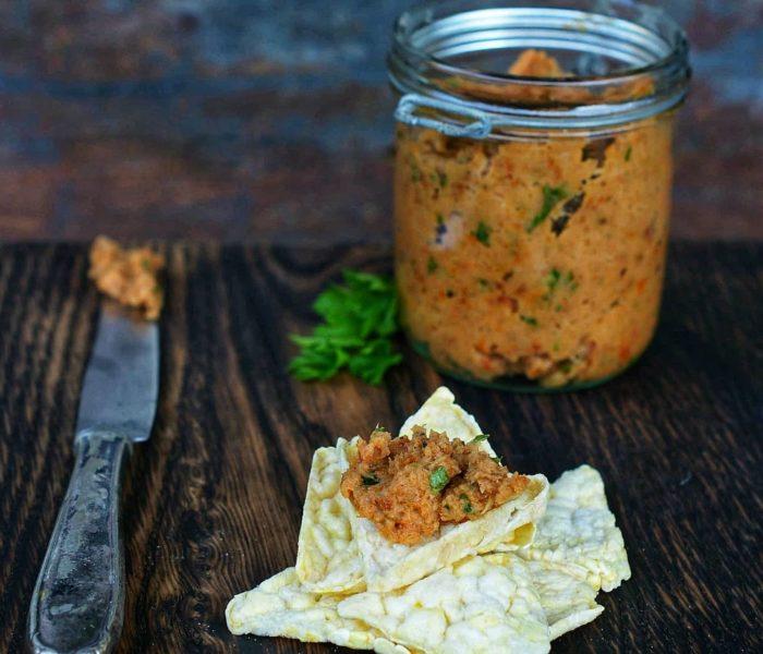 Pasta z wędzonej makreli z suszonymi pomidorami