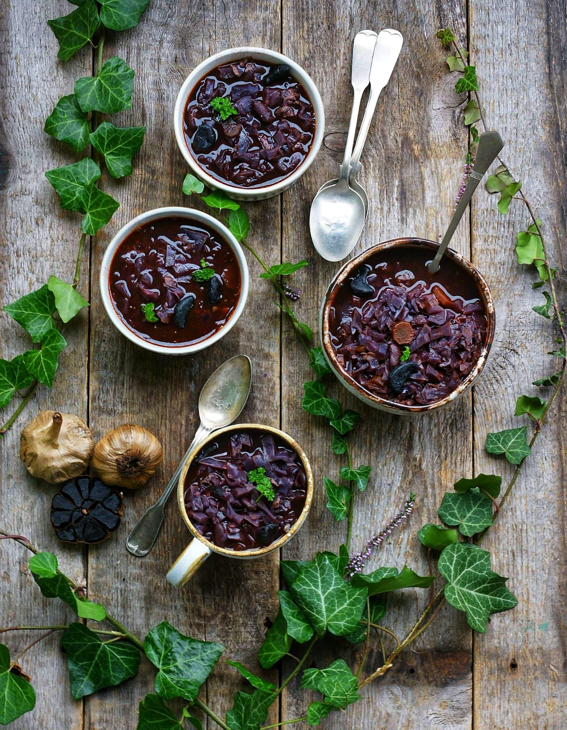 Jesienna zupa z modrej kapusty