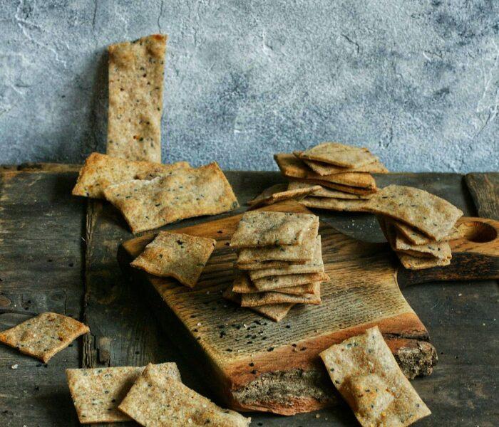 Krakersy z czarnuszką z mąki z samopszy