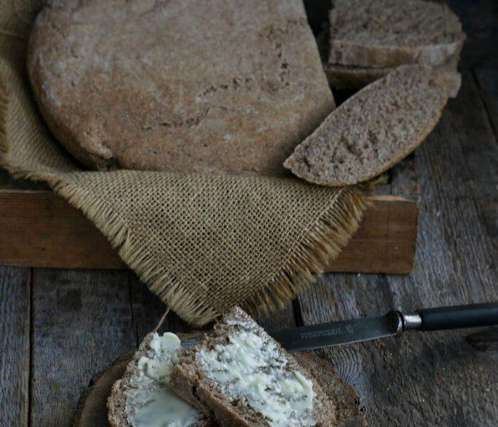 Chleb bez wyrabiania z mąki z samopszy