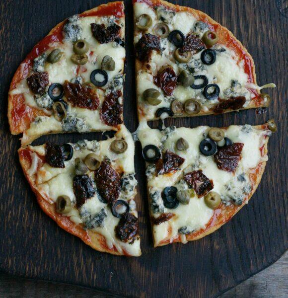 Pizza na spodzie z ciecierzycy