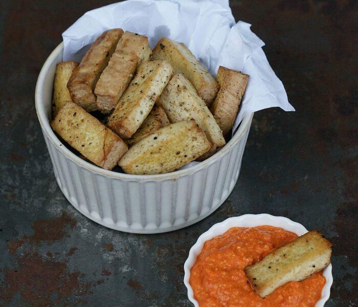 Marynowane tofu z sosem romanesco i warzywami