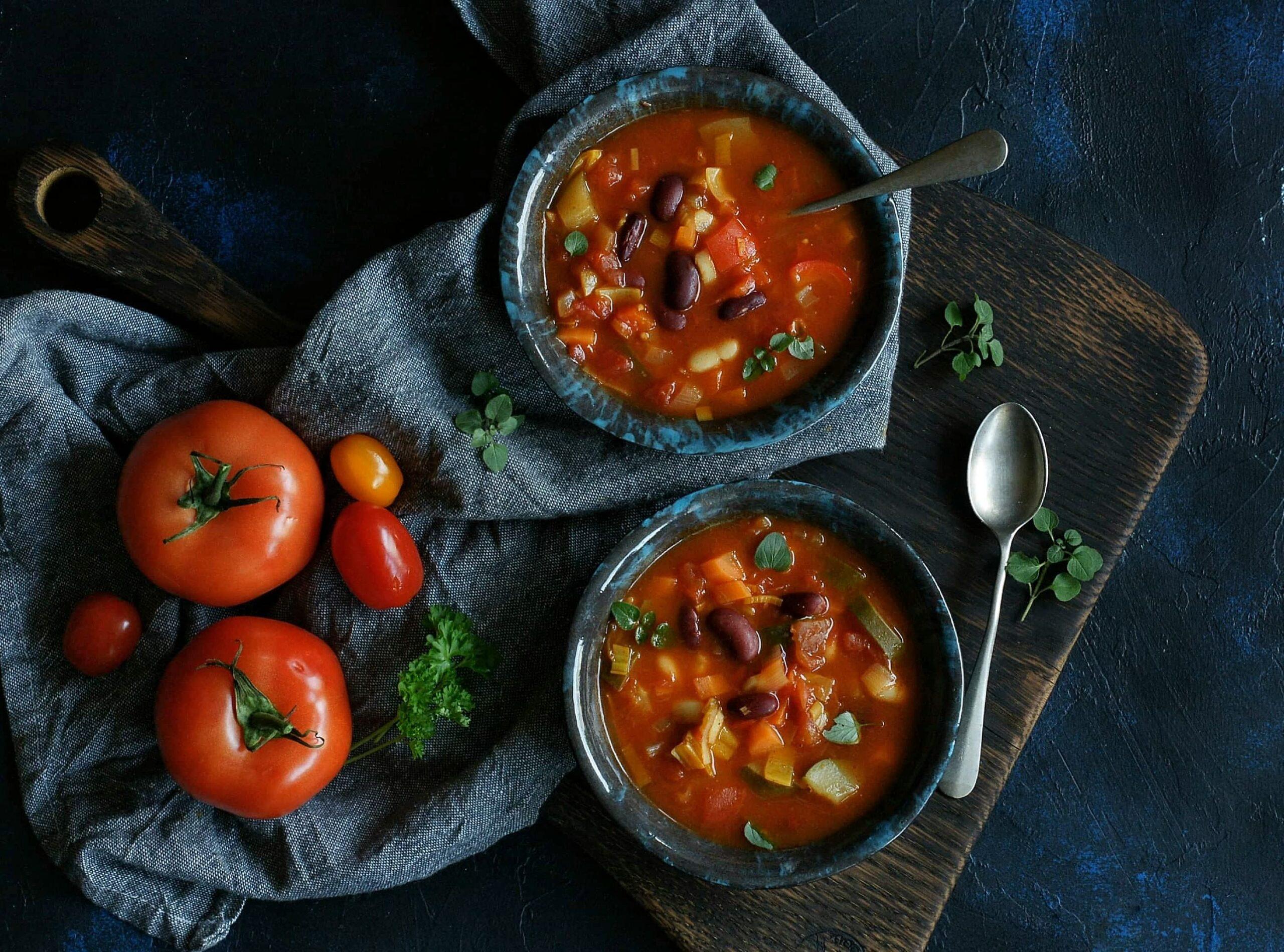 Warzywa zupa pomidorowa z fasolą
