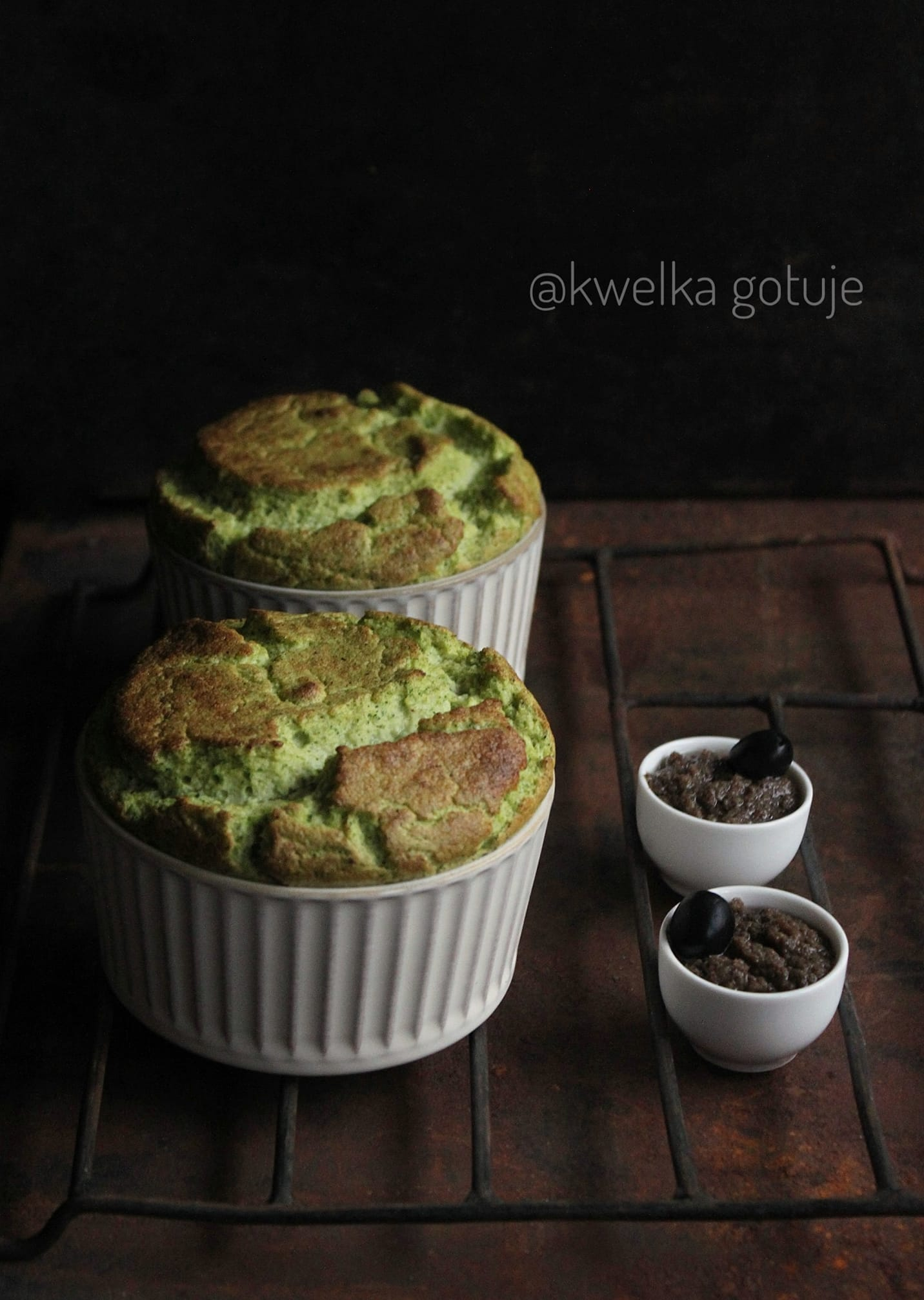 Suflet brokułowy z oliwkowym puree