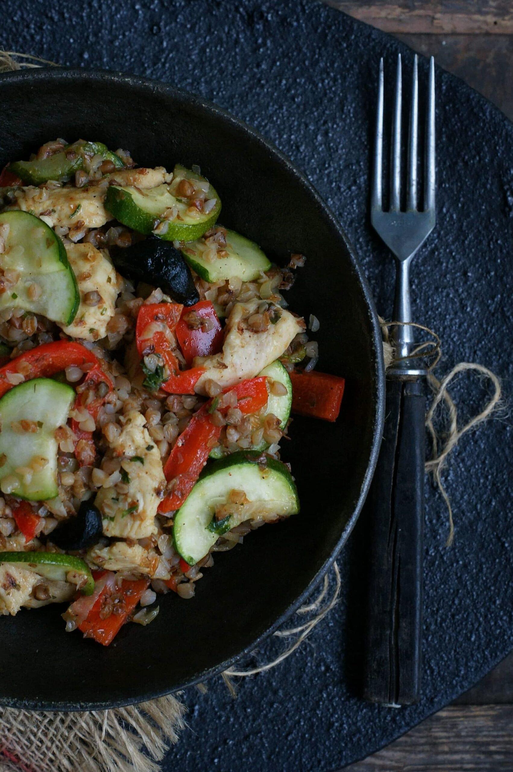 Kasza gryczana z warzywami i kurczakiem