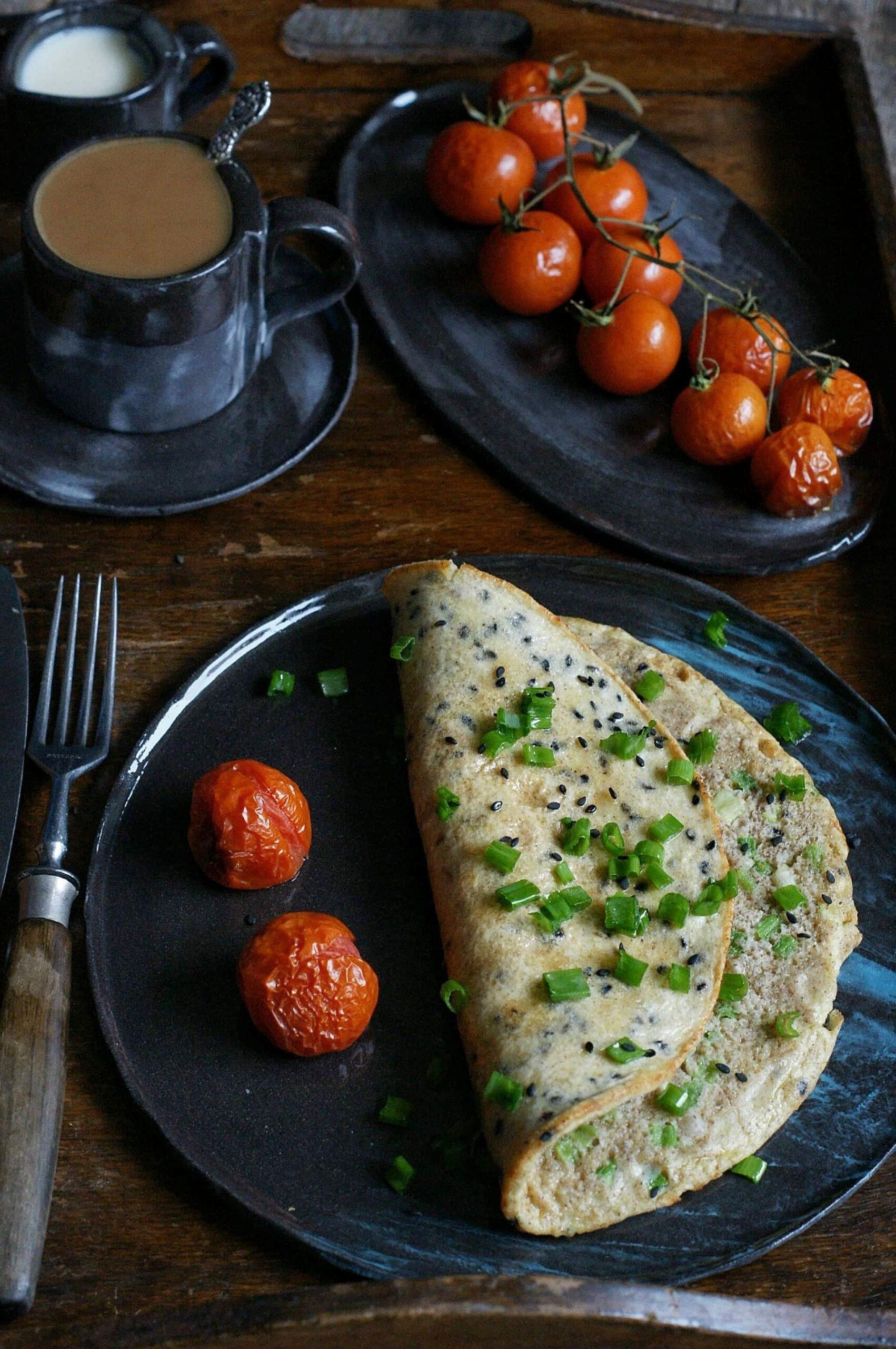 Gryczany omlet z sezamem i szczypiorkiem